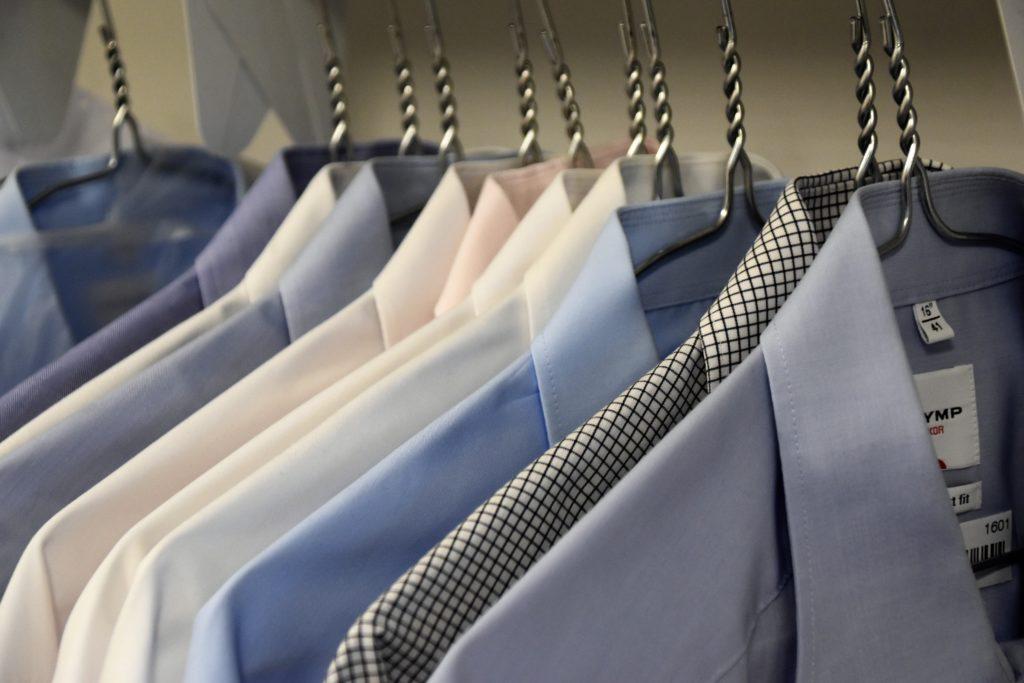 stryka skjorta
